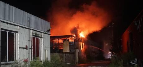 Vuur grote brand in opslaglocatie Veenendaal gedoofd, pand wordt gesloopt
