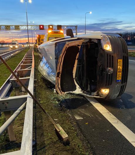 File op A1 bij Beekbergen opgelost na crash bestelbusje