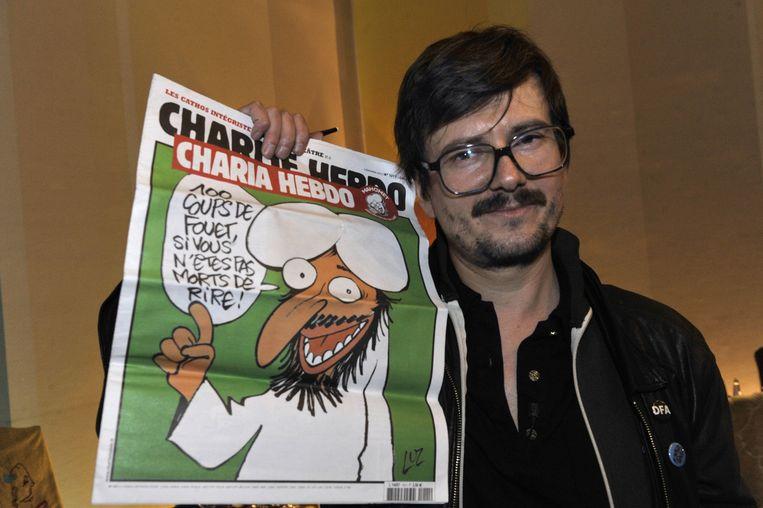 Cartoonist Luz met een speciale editie van Charlie Hebdo Beeld afp