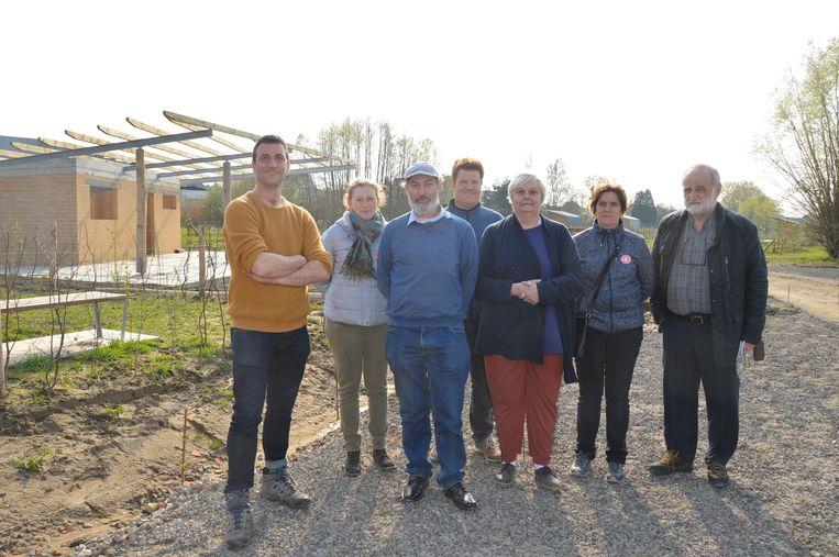 Vertegenwoordigers van de vzw Graafland en de stad Ninove tijdens de Open Werfdag op het volkstuinencomplex Graafland.