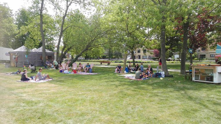 Picknicken in het park als afsluiter van de zomervakantie.