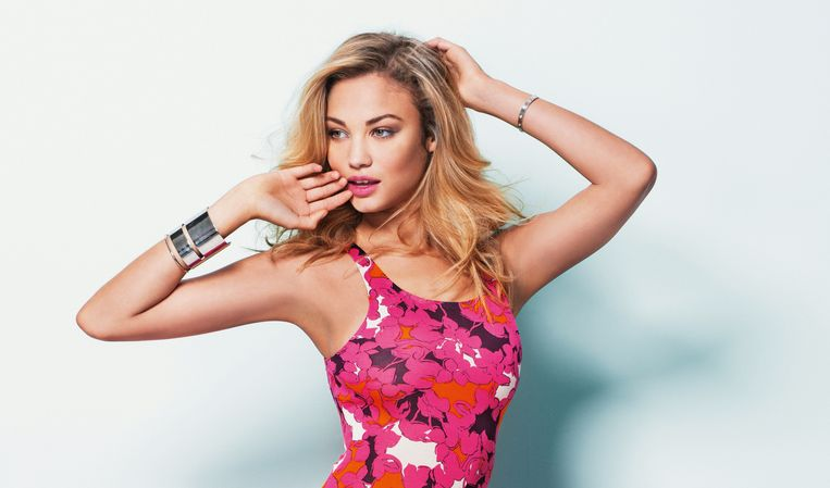 Rose Bertram in een fotoshoot voor NINA.