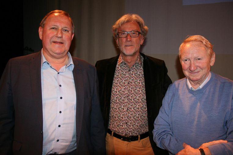 Burgemeester Dirk Van Mechelen wist Luc Lamine (m.) en Marcel Denisse (r.) te strikken voor zijn lijst.