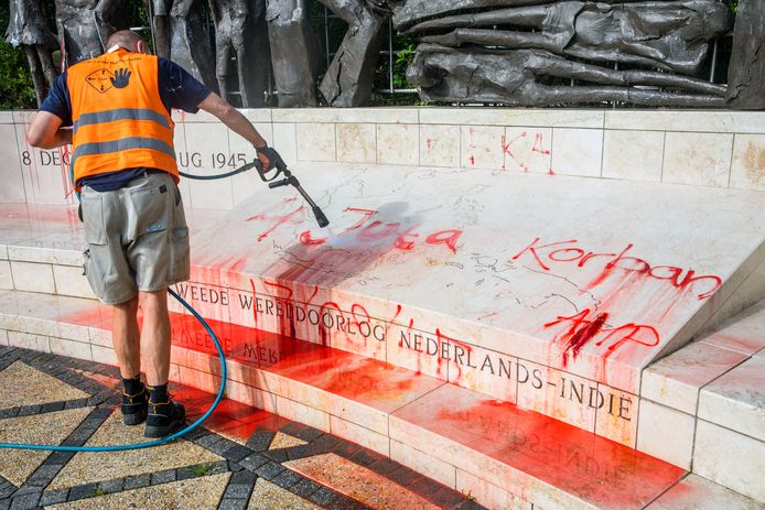 Indisch monument besmeurd met verf. ( Den Haag, Scheveningen 14-08-20 ) Foto:Frank Jansen
