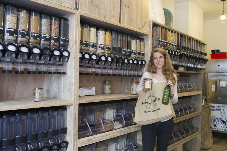 Uitbaatster Savina in 'zero waste shop' Robuust.