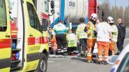 Vrachtwagenchauffeur wordt onwel en sterft op E17