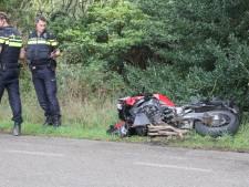 Zitmaaier rijdt motorrijder van de weg in Laren