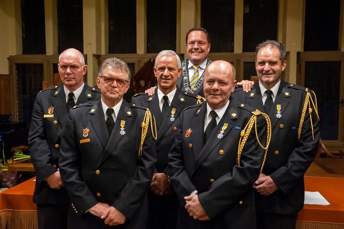 In Vught kregen een aantal brandweerlieden in 2019 een koninklijke onderscheiding. Dat is vanaf dit jaar, bij vrijwillige brandweerlui die er 20 jaar op hebben zitten, verleden tijd.