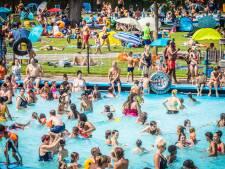 Lekker naar het zwembad: 'Heeft u drank, drugs of wapens bij u?'