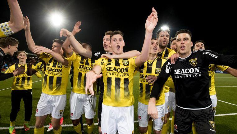 De spelers van VVV vieren feest. Beeld ANP
