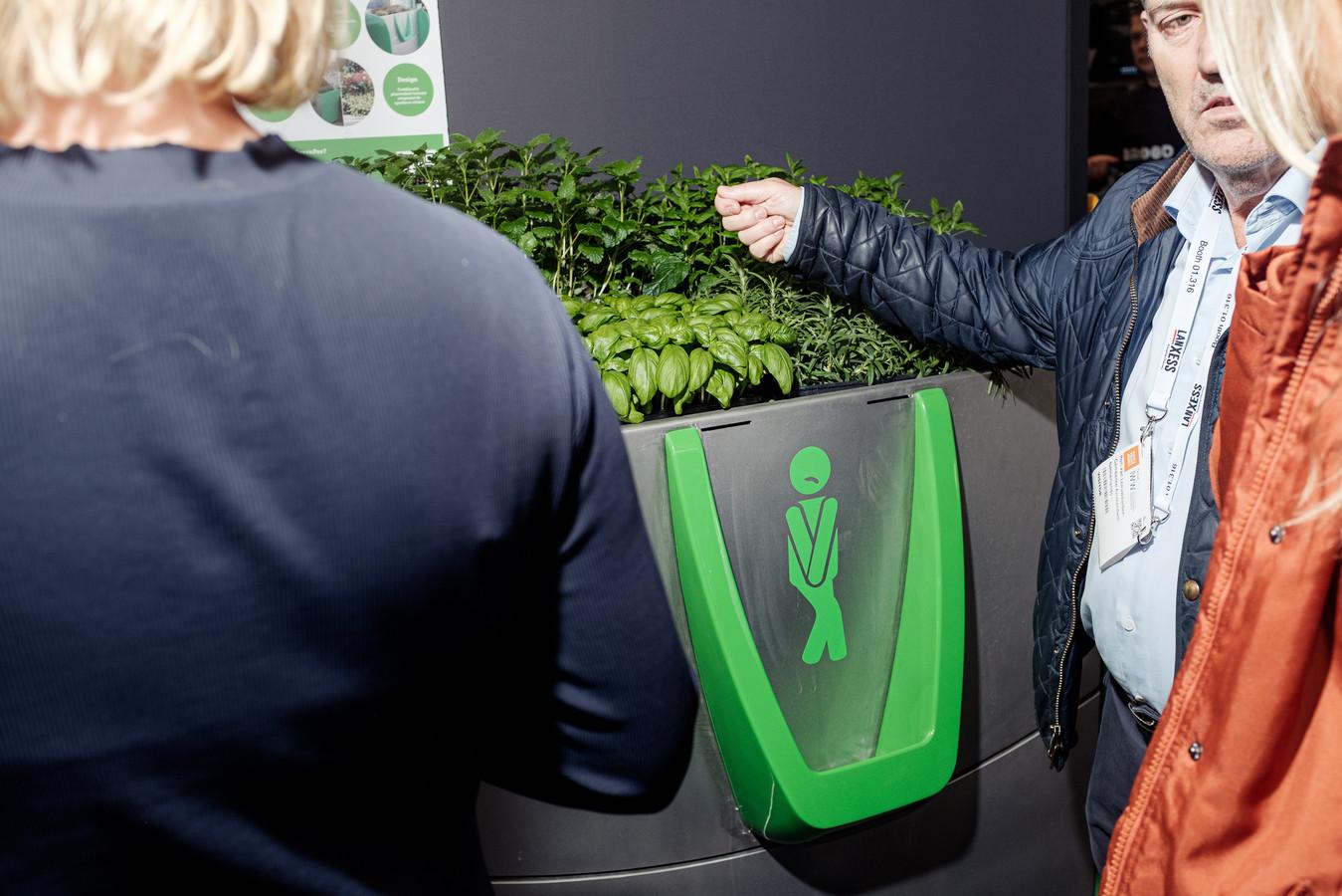 De winning begint bij een GreenPee (deze foto) en kan zowel droge als natte mest opleveren (volgende foto).