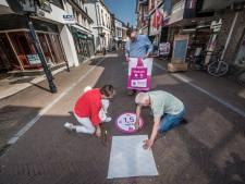Afstand houden in de binnenstad, dat regelen ze in Oldenzaal op een vriendelijke manier: 'Niks op een dwingende toon'