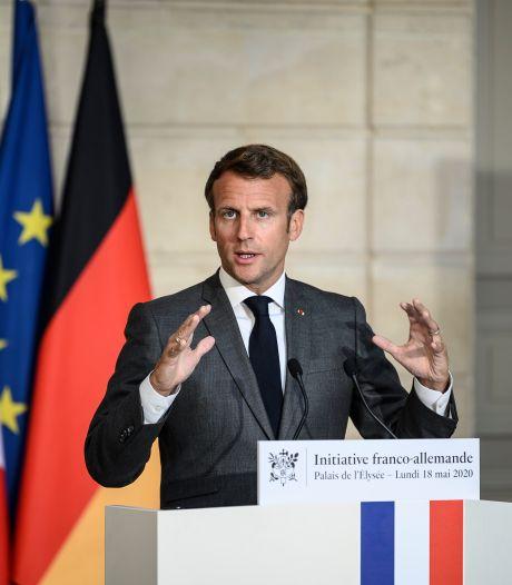 """""""Nous n'avons jamais été en rupture"""" de masques: les propos d'Emmanuel Macron soulèvent un tollé en France"""