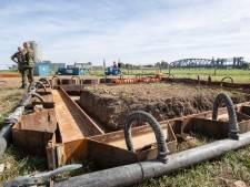V1-bom bij Zutphen komt aan gruzelementen omhoog