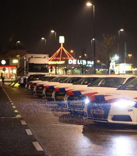Tientallen boetes uitgedeeld bij grote politiecontrole langs A2 bij Zaltbommel na ingang van avondklok