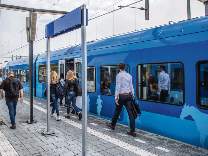 Op station Zwolle vertrekken vanaf perron 15 /16 de treinen richting Emmen.