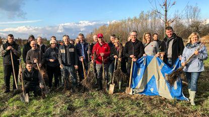Buurtbewoners helpen bij aanleg nieuw bos