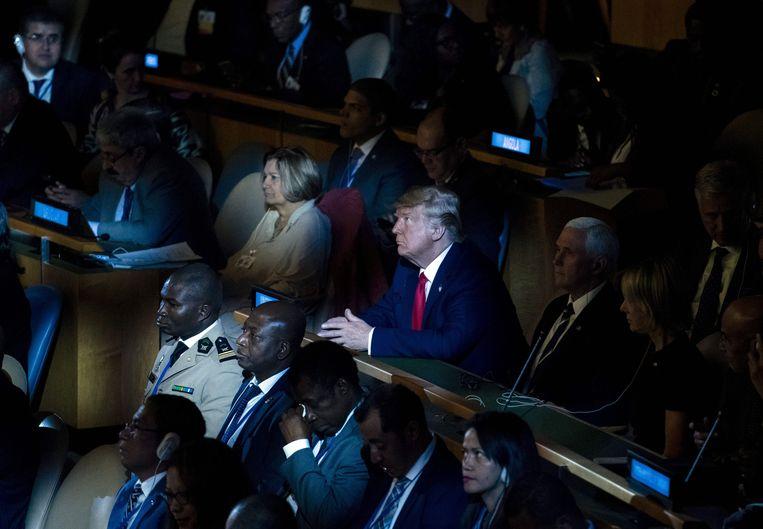 De Amerikaanse president Trump woonde maandag onverwacht de klimaattop van de Verenigde Naties bij in New York. Beeld AFP