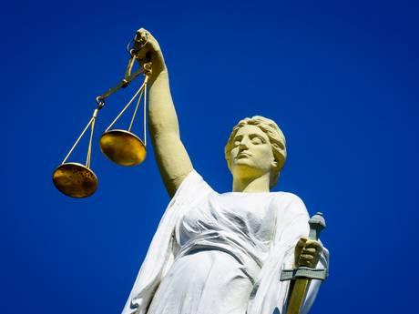 Celstraf voor diefstal van steiger bij raadhuis in Woerden