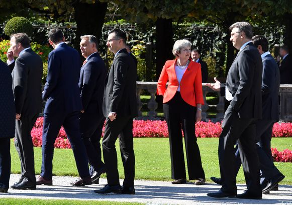 Premier Theresa May op de Europese top in Salzburg.
