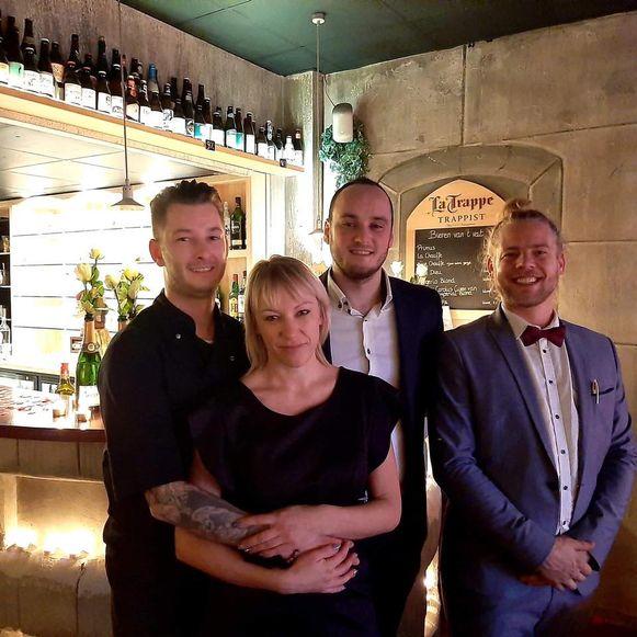 De vaste gezichten van bistroom de Baron: (vlnr) chef Kevin Muys, Kelly De Beuker, Mick Luyckx en Conan Van Looy