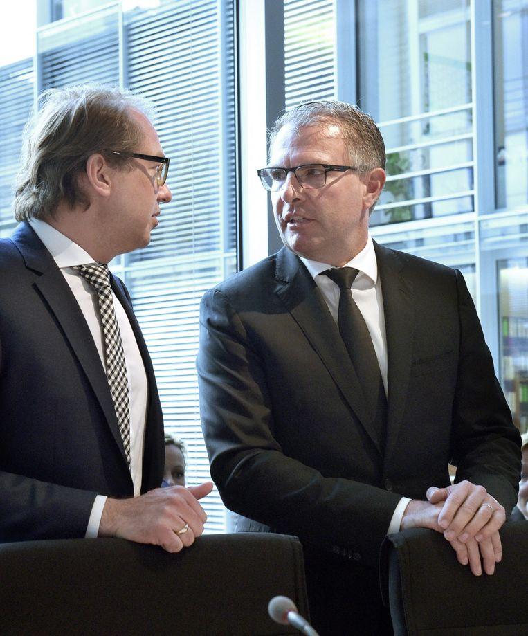 CEO van Lufthansa, eigenaar van Germanwings, Carsten Spohr (rechts) en minister van Transport Alexander Dobrindt. Beeld null