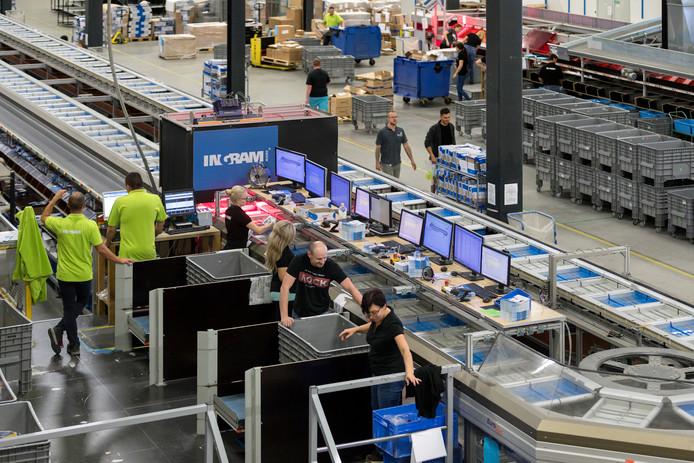 Distributiecentrum in Waalwijk van waaruit Nederland en Europa worden bediend.