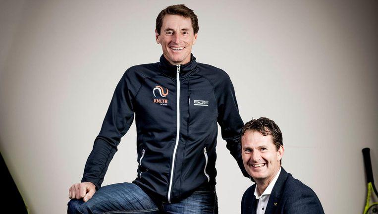 Gouden duo Paul Haarhuis (trainingsjack) en Jacco Eltingh. Beeld Freek van den Bergh/de Volkskrant