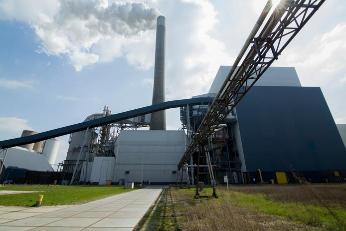 Een exterieur van de Nuon kolencentrale Hemweg 8. De energiemaatschappij wil het terrein in het Westelijk Havengebied bij sluiting van de centrale gebruiken voor duurzame energie.