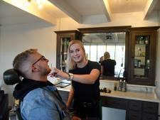 Mannen krijgen bij de Bruse Barbier warme aandacht