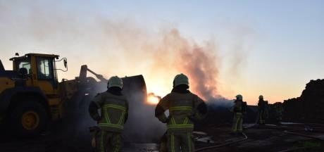 Brand in composthoop Westerhaar zorgt voor veel rook