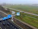 Op deze strook langs de snelweg komt het nieuwe distributiecentrum van Aldi in Deventer.