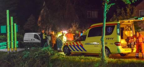 Fietser knalt in Lopikerkapel tegen bord en belandt met flinke wond in ziekenhuis