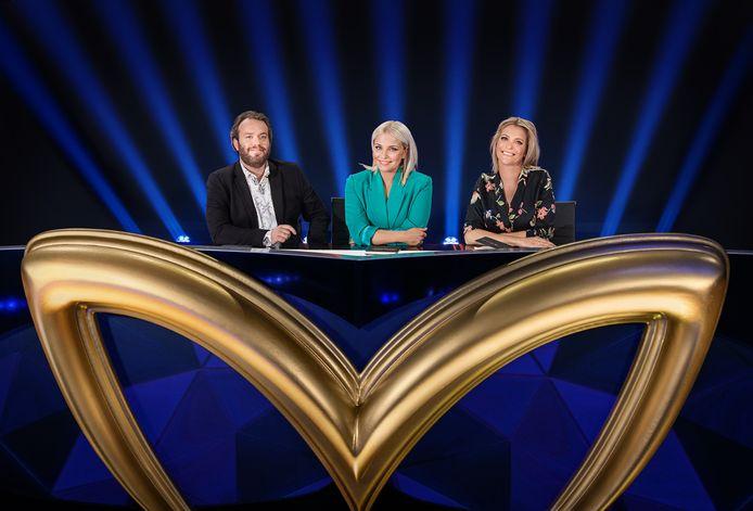 Jens Dendoncker, Julie Van den Steen en Karen Damen proberen te achterhalen wie 'The Masked Singer' is