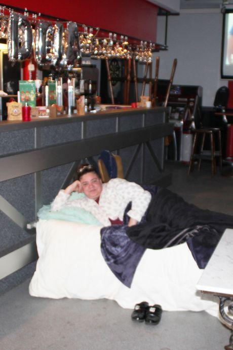 Christelle fait une grève de la faim dans son café: elle réclame plus d'aide du gouvernement