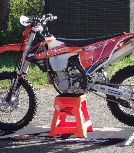 9 motoren en 25 helmen gestolen bij dealer in Lochem