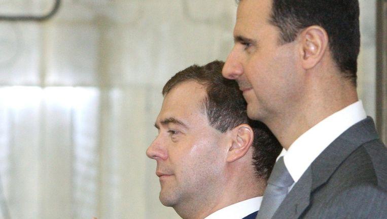 De Russische president Medvedev (L) en de Syrische president Assad in mei 2010. © EPA Beeld