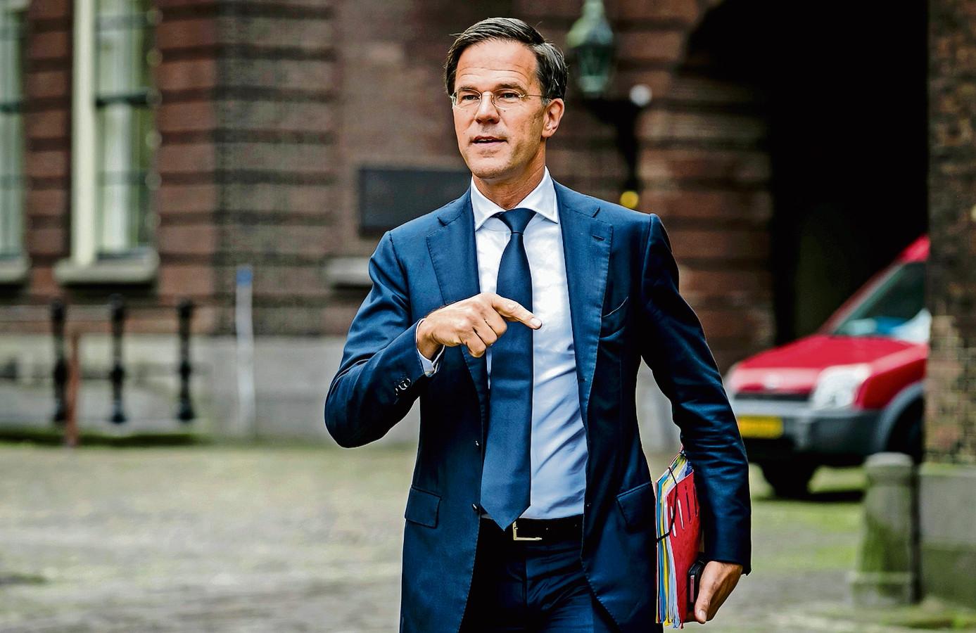 Mark Rutte (VVD) komt aan op het Binnenhof voor onderhandelingen met informateur Gerrit Zalm.