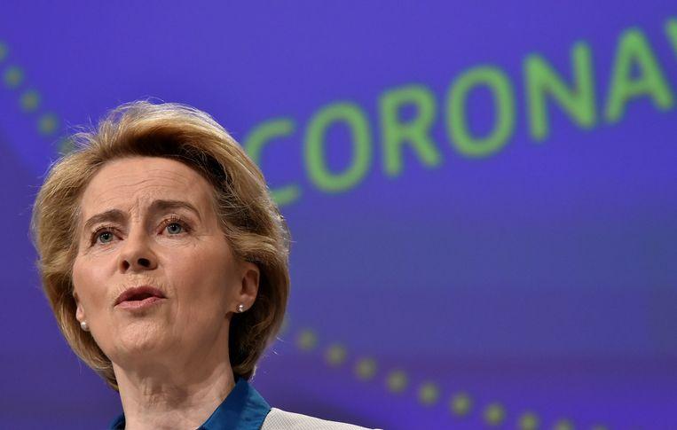 Commissievoorzitter Ursula von der Leyen kon bij de presentatie een kleine steek onder water naar onder andere Nederland niet onderdrukken.  Beeld REUTERS