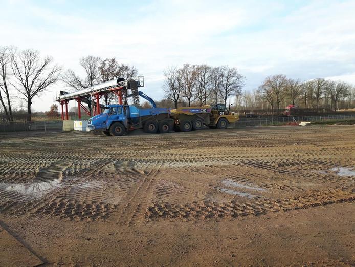Bouwwerkzaamheden aan de vernieuwde weg tussen Den Bosch en Veghel.