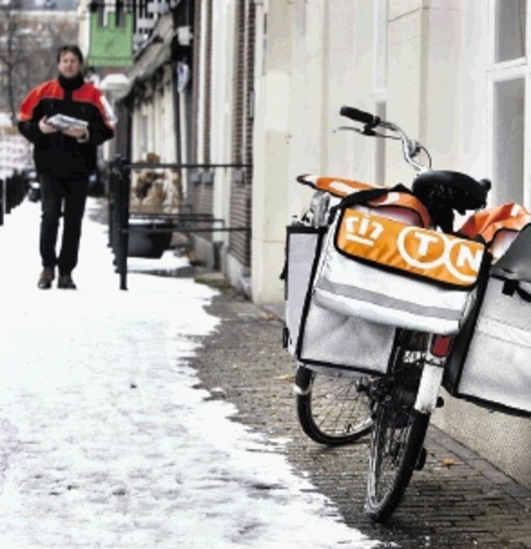 Veel postbodes doen hun werk met inzet en loyaliteit. (FOTO KOEN SUYK,ANP) Beeld