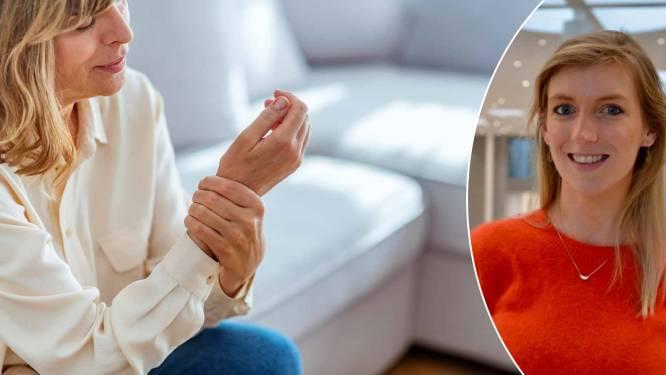 """1 op de 10 krijgt ooit reuma. """"Het begint vaak sluimerend"""": wat zijn de symptomen? En wie wordt het vaakst getroffen?"""