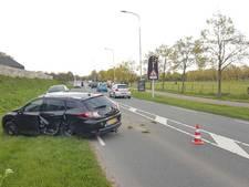 Bestuurder ramt drie auto's in Duiven