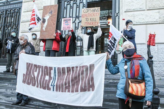 Actie justice4madwa op de trappen van het gerechtshof. ( Picture by Gianni Barbieux / Photo News)