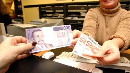 """""""Nu valt mijn frank"""": plots lange wachtrijen bij Nationale Bank om oude Belgische franken te ruilen"""