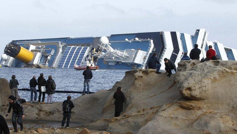 De gekapseisde Costa Concordia. Beeld ap