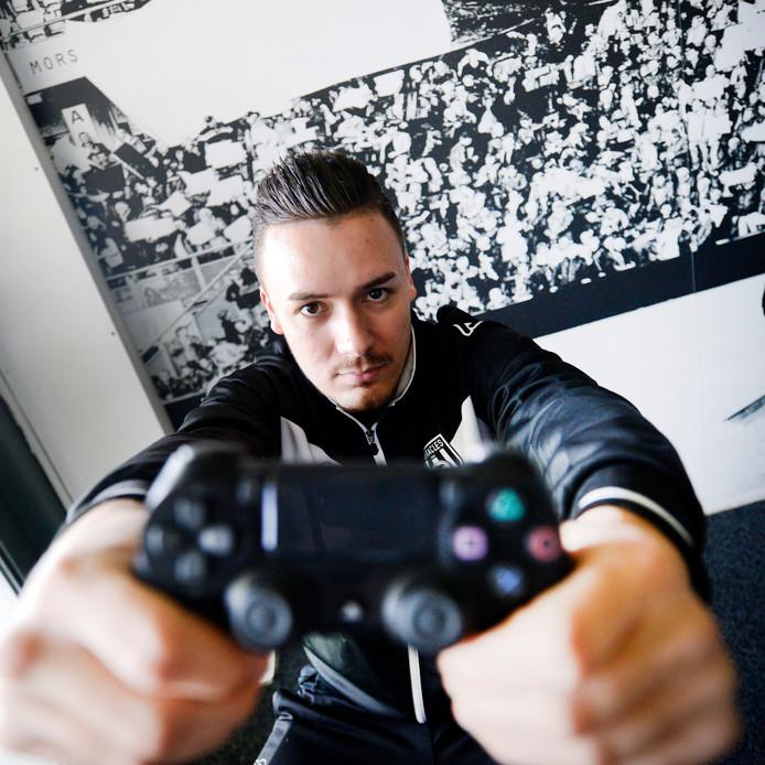 E-gamer Bryan Hessing van Heracles Almelo.