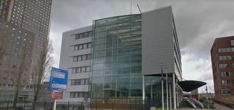 Agent in het gips na aanval van arrestant in cellencomplex in Tilburg