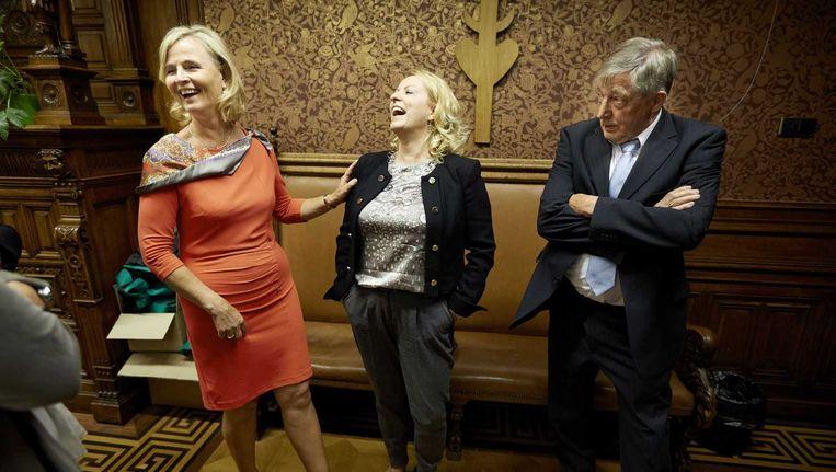 Annie Schreijer (links), die hoopt met met voorkeursstemmen het Europees parlement te halen namens het CDA, haar man en lijsttrekker Esther de Lange. Beeld anp