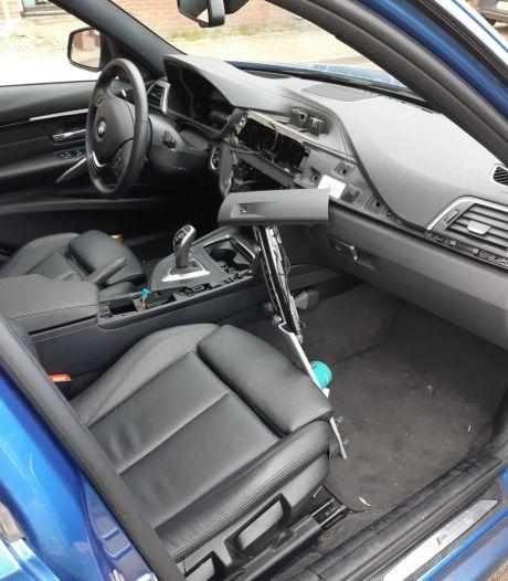 BMW's opengebroken in Arnhem en Elst, dieven roven alle apparatuur uit het dashboard
